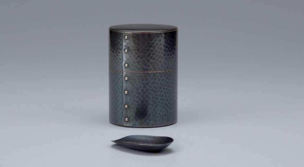 Tea caddy and scoop by Gyokusendō
