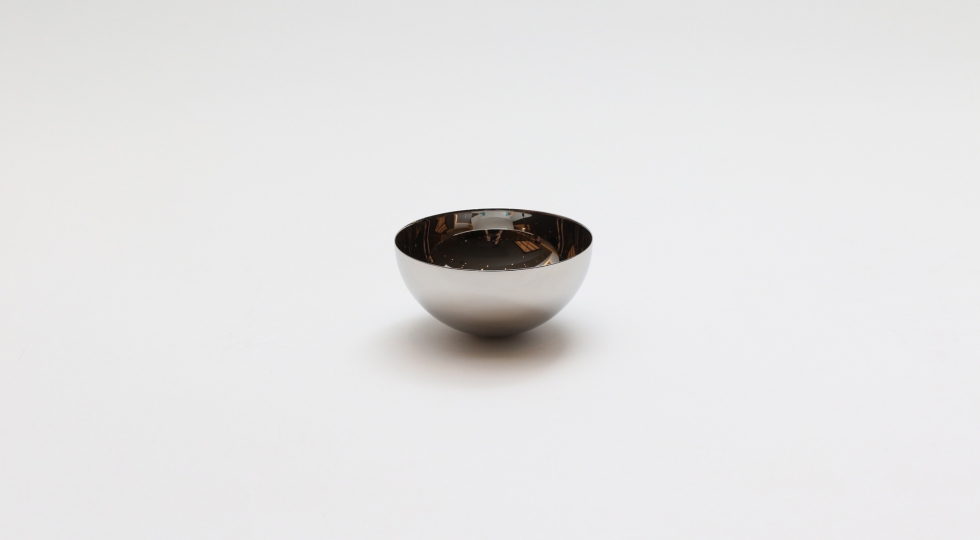 Small sake cup by YAMAZAKI polishing industry | Image © WELCOME Co.,Ltd