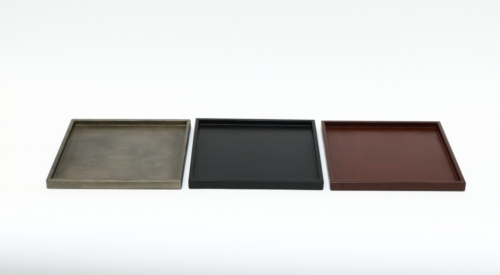 Square lacquer trays in tin black and red colours by Tokeshi 338.40