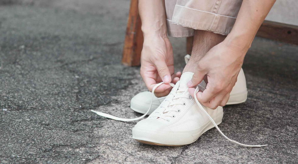 white shoes 1960x1080