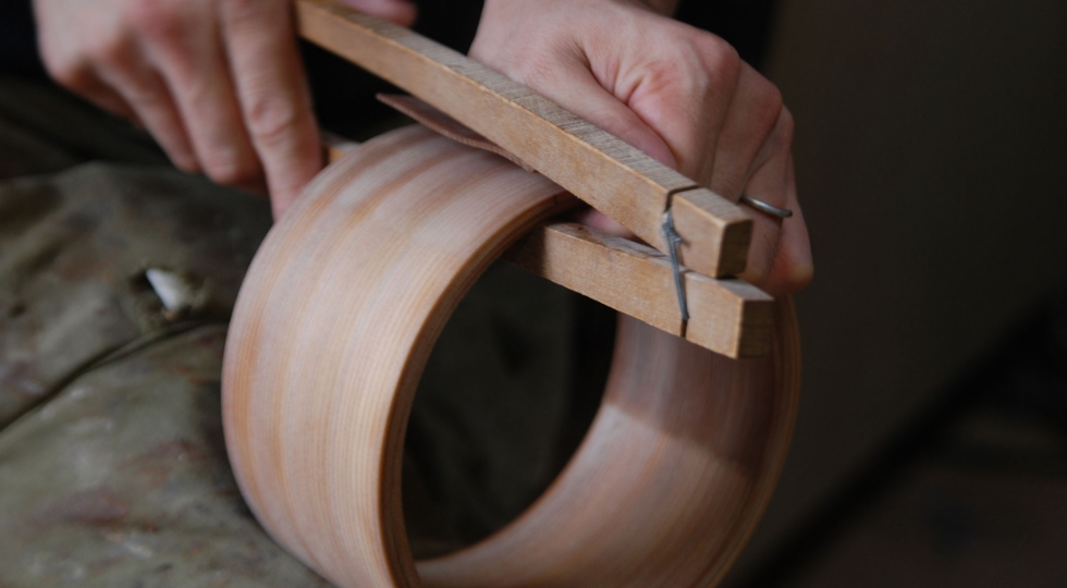 Bending thin sheets of cedar wood to make mage-wappa